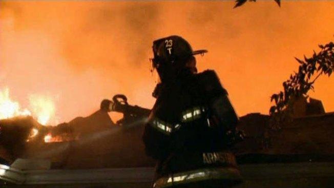 Fuego destruye casa en Dallas