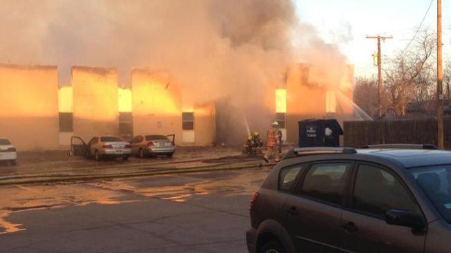 Voraz fuego deja 60 personas sin hogar