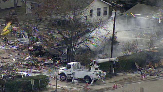 Explosión deja edifico en pedazos