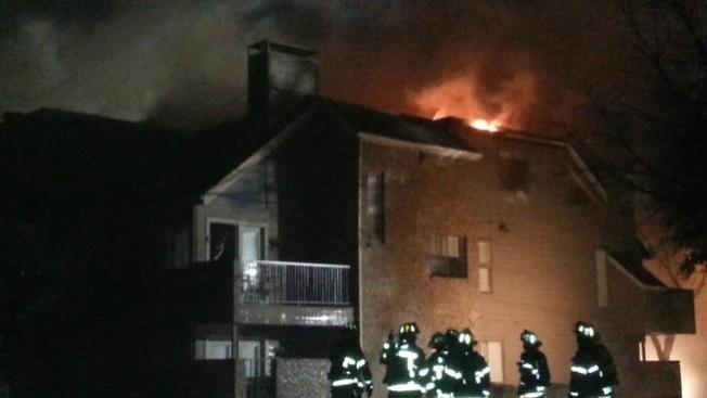 Fuego arrasa con decenas de hogares