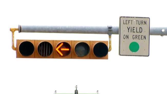 Giro a la izquierda ahora es amarillo en Arlington