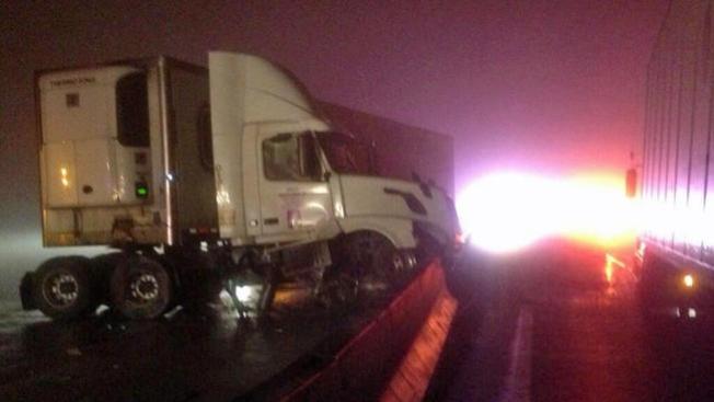 Choque de 15 autos cierra autopista I-30