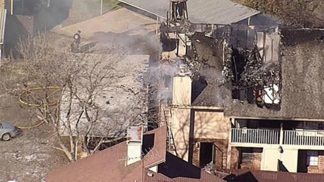 Investigan incendio en apartamentos