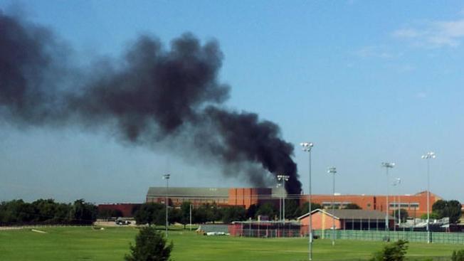 Incendio cerca de escuela