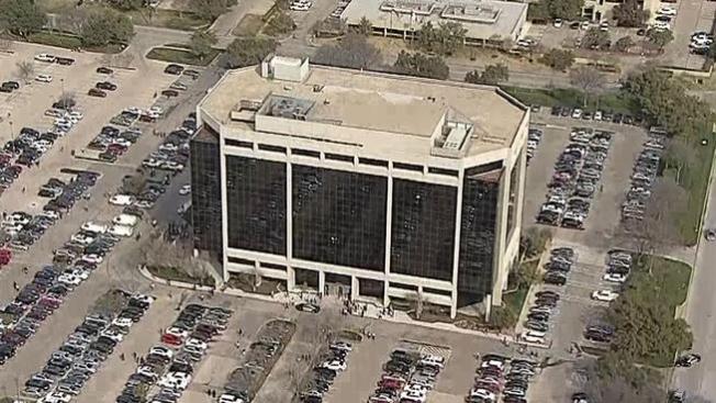 Evacuan edificio por amenaza de bomba