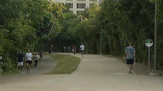 Policía busca ladrones en Katy Trail