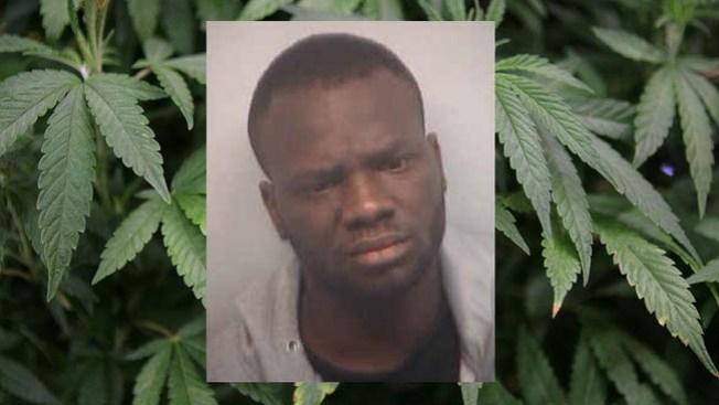 ¡Lo atrapan en el aeropuerto con marihuana!