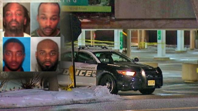 Arrestan a 4 por asesinato en mall