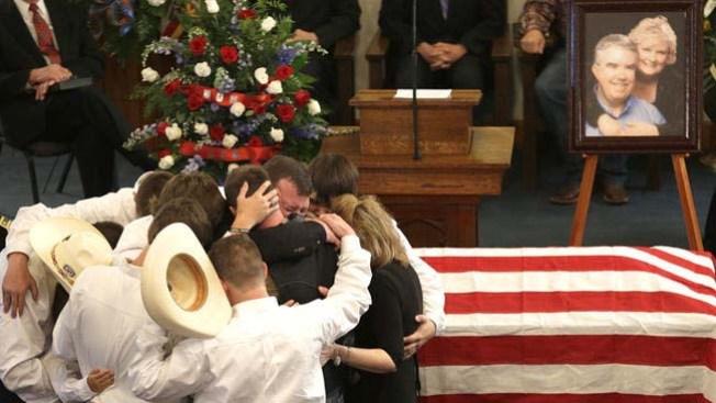 Hablan los familiares del fiscal texano