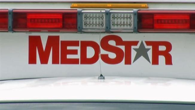 Llega a hospital, roba ambulancia y huye