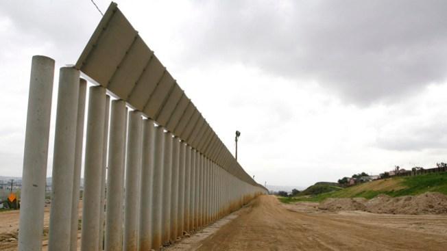 Siguen a la baja arrestos en la frontera con México
