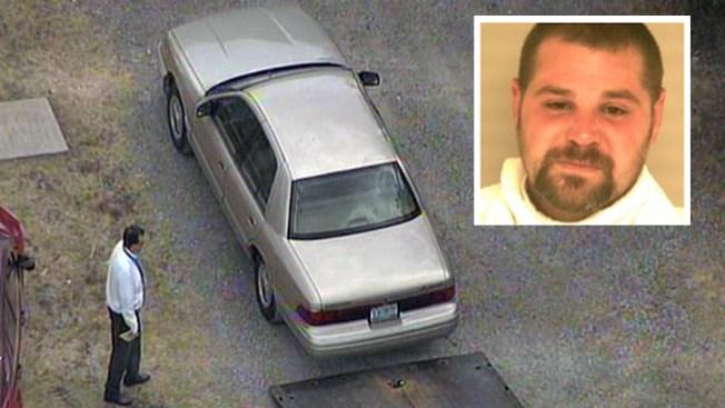 Muere niño encontrado en auto caliente