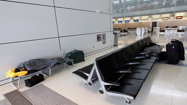 Cancelan vuelos en el DFW