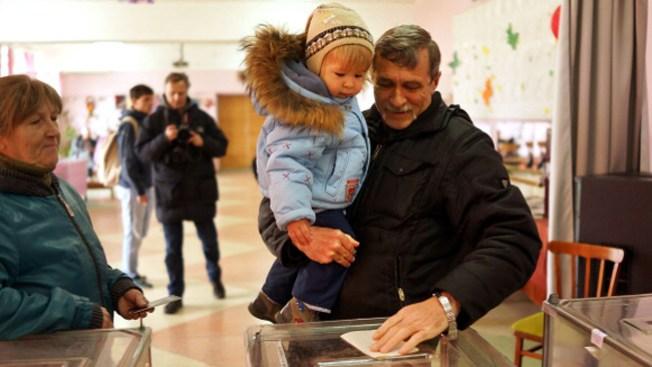 Comienza referendo en Crimea