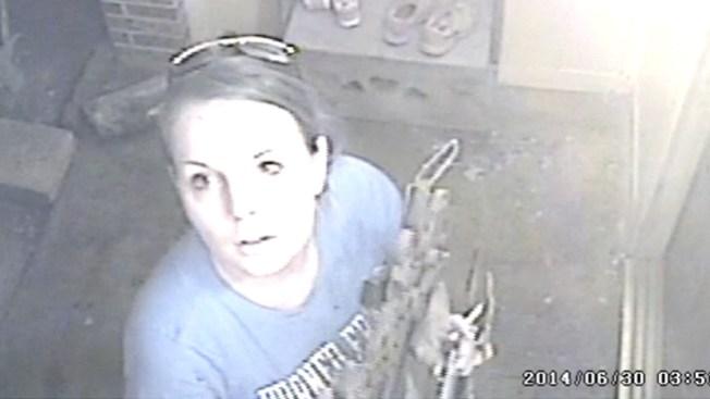 Insólito robo frente a una cámara