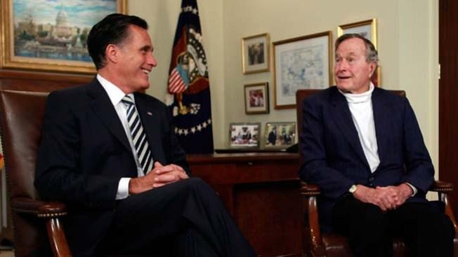 Estudiantes critican a Bush por apoyo a Romney