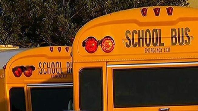 Miles regresan a la escuela
