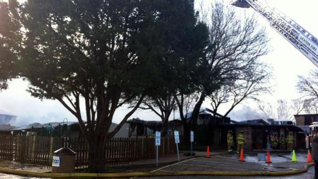 Incendio destruye escuela en Denton