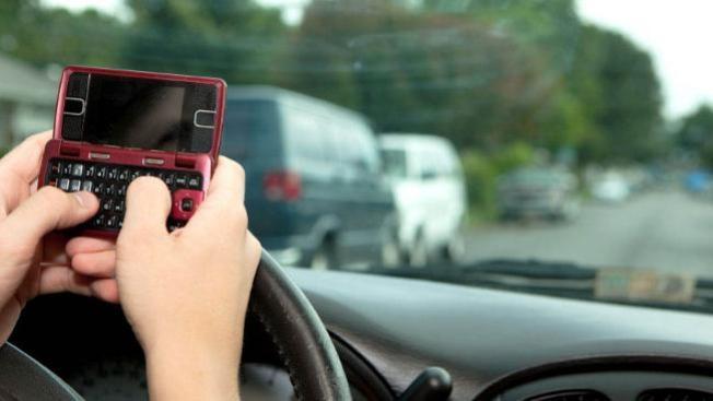 Arlington defiende ley sobre envío de mensajes de texto