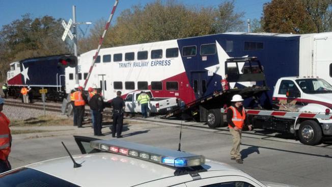 Chocan tren TRE y camioneta