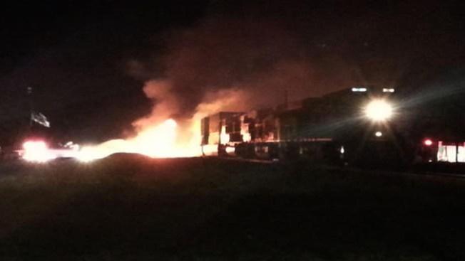 Tren impacta a camión cisterna