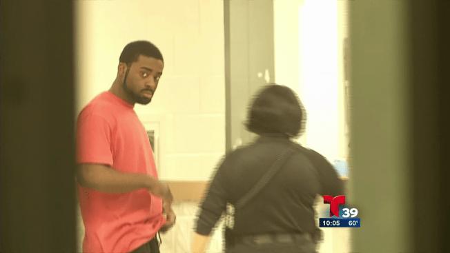 Acusado de asesinato llega a Texas