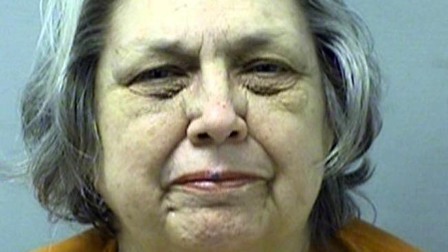 Abuelita ataca vecino gay