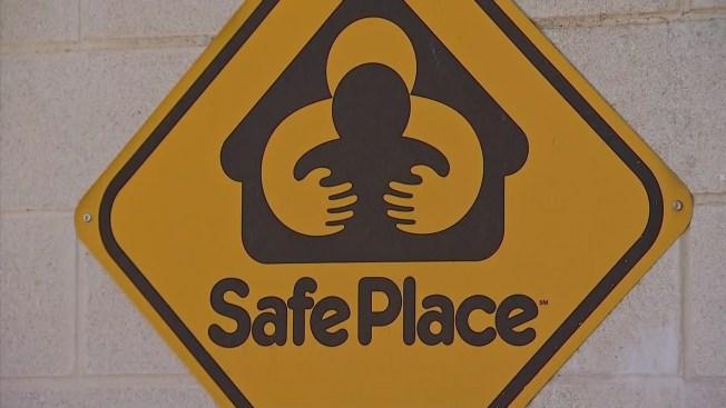 Dejan a recién nacido en estación de bomberos de Fort Worth