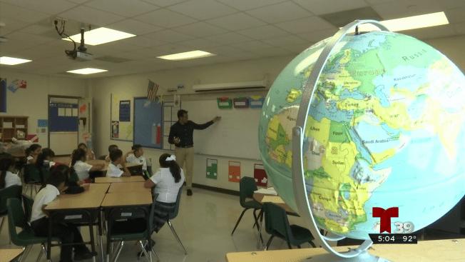 Distrito escolar de Dallas recluta maestros extranjeros