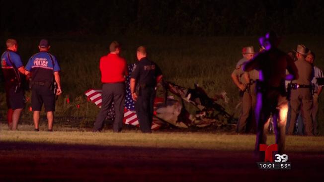 Avión se estrella en Grandbury, dos personas mueren