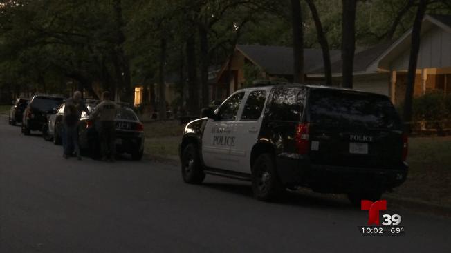 Hombre muere a manos de la policía en Hurst