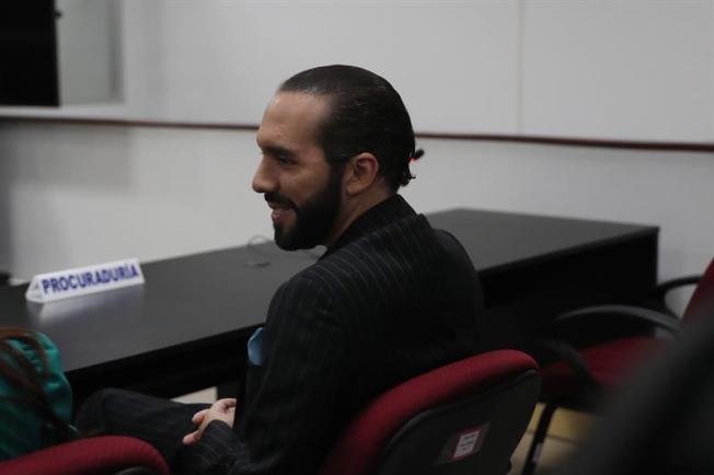 El Salvador: Bukele se disculpa públicamente por calumnia