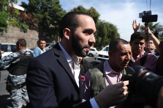 Bukele ordena sacar del gobierno a familia del expresidente Sánchez Cerén