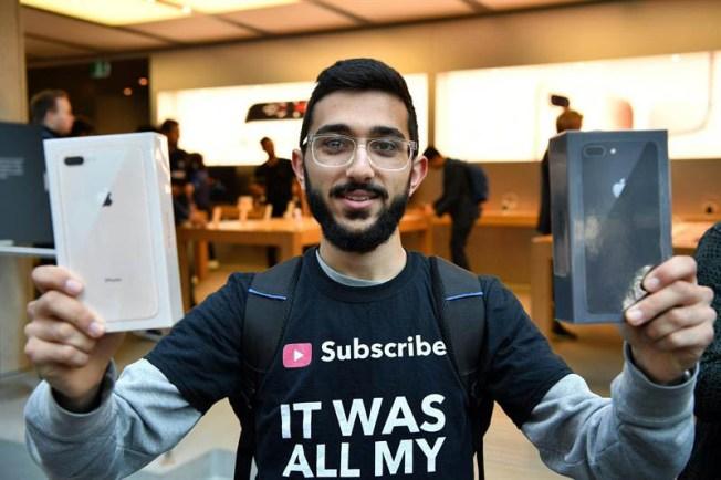 Fanáticos del iPhone ya tienen sus nuevos modelos