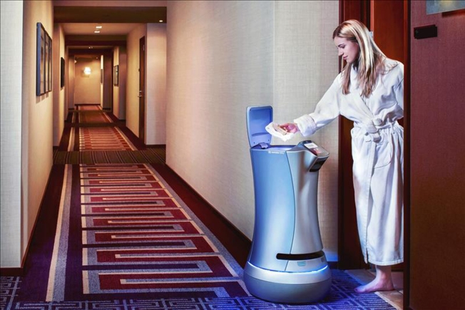 Robots ya atienden hoteles en California