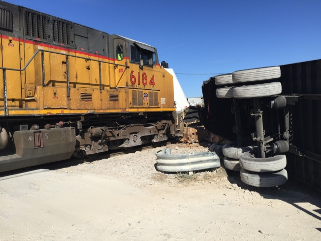 Tren se impacta contra un camión en Fort Worth