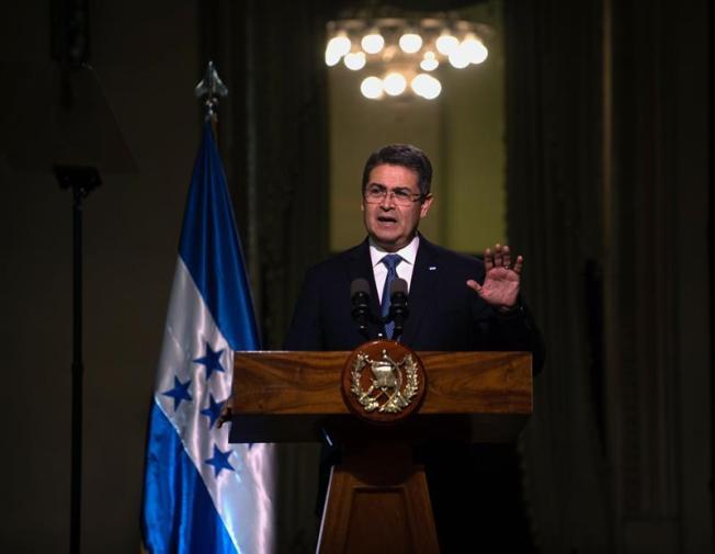 Hermano de presidente de Honduras admite amistad con narcos