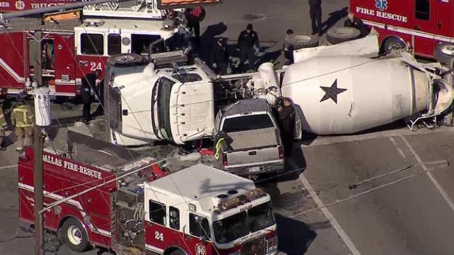Cuatro bomberos heridos tras accidente en Dallas
