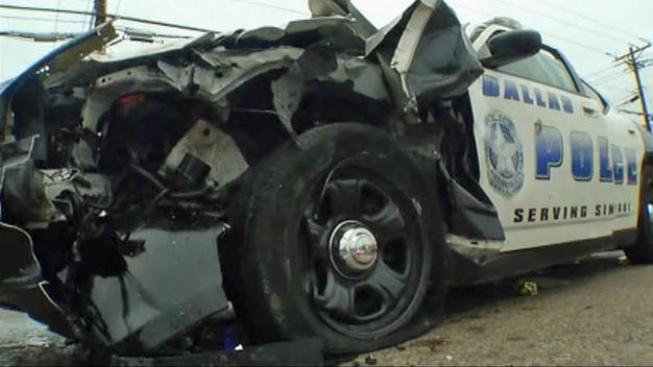 Oficial hospitalizado tras choque