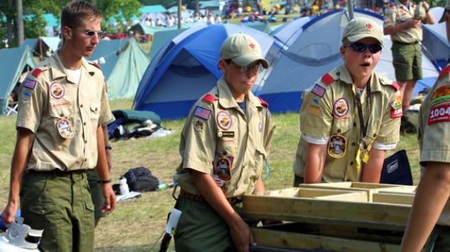 Boy Scouts podría aceptar a los gays