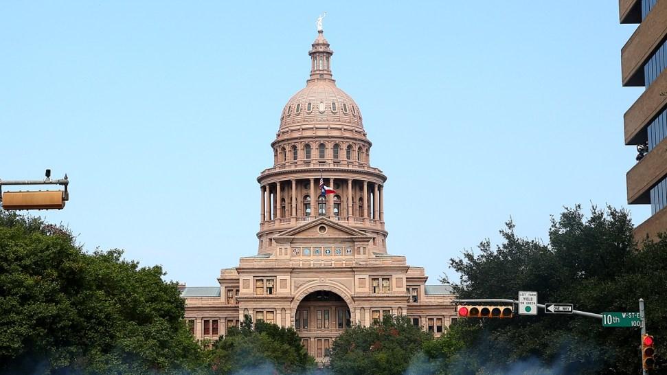 Proyecto en Texas busca negar adopción según religión